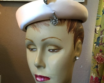 1950s satin hat 50s hat with pin vintage ivory hat bumper pillbox