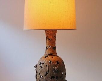Vintage leaf brutalist metal table lamp large - antique bronze textured metal - grape leaves flower pattern - bohemian decor