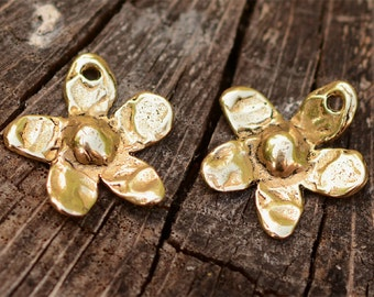 Two Artisan Daisy Flower Charms in Gold Bronze, 18b
