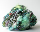 art yarn, hand spun yarn, handspun art yarn, wool yarn, boucle yarn, bulky yarn, handspun wool yarn .. silver pines