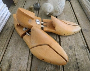 Vintage wooden shoes form or stretchers for display -  Wooden shoe trees - size 9