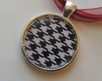 Black and White Hounds Tooth Necklace