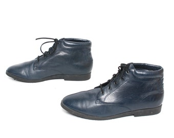 size 8.5 GRUNGE navy leather 80s 90s COMBAT GOTH lace up witchy ankle boots