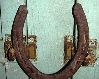 Sale Rusty Horse Shoe, Vintage Horse Shoe, Horseshoe, Primitive, Country, Good Luck Charm/Cowboys/Horse Shoe, Metal, Black Smith relic Farri