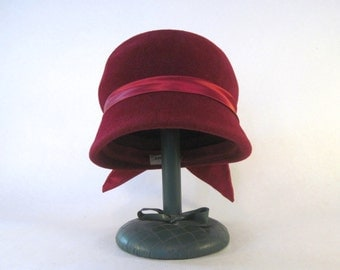 vintage 1950-60s burgundy red cloche with satin ribbon - genuine velour - flapper revival