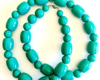 Vintage lightweight resin turquoise beaded necklace