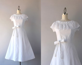 1940s Dress / Vintage 40s True White Cotton Day Dress / Lace Collar Forties Dress