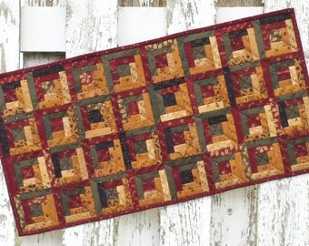 Quilted Table Runner - Log Cabin - Christmas  (XTRJ)