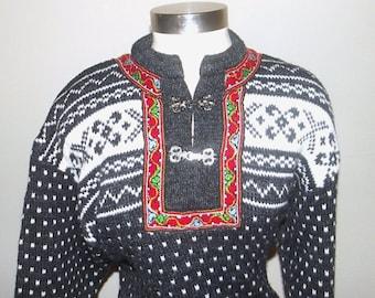 1990s sweater / vintage 90s norwegian sweater / small s / Norwegian Wool Pullover Folk Sweater