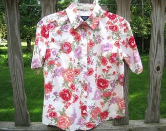 Crazy Horse. A Liz Claiborne Co.  Short Sleeve Floral Blouse. 100% cotton.Size S