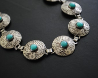 Americana vintage 40s aluminum hand made bracelet  with round links and etched thunderbird design on it  with turquoise cabochon art glass
