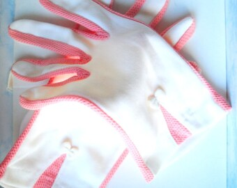 Mod vintage 60s white nylon stretched, short gloves with pink net lace details and a bow. Size 8.