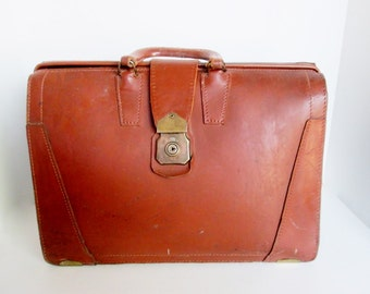 Leather Doctors Bag, Brown Top Grain Cowhide Briefcase, 1950s Travel Vintage Man Attache Case Luggage Brass Cheney Latch 3 level