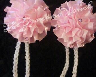 Crochet barefoot sandals with flower.
