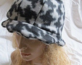 Sale - Houndstooth Scalloped Edge Fleece Cloche Hat (5451)