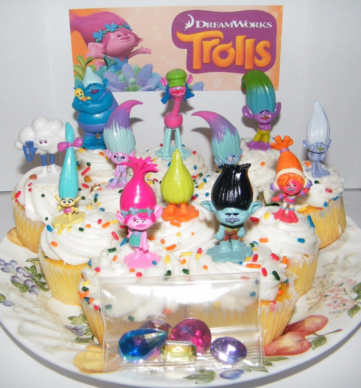 Cake Decoration Trolls : 12 Dreamworks Trolls Troll Cupcake Cake Toppers Set Birthday