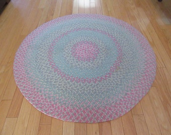 Beautiful Hand Round Braided Area Rug In Pastel Tones  Solid, Nicely Braided,  Fine