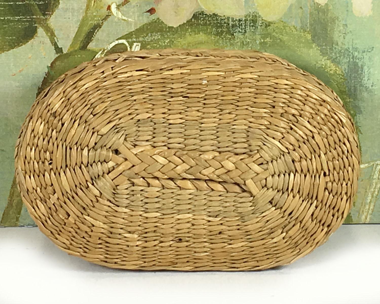 small vintage oval woven grass basket with lid natural. Black Bedroom Furniture Sets. Home Design Ideas