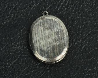 "Oval Locket 1.1 "" Brass  antiqued, 2 each 15281"