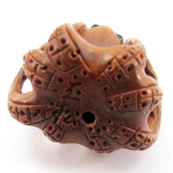 Octopus hand carved boxwood ojime bead from