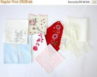 Vintage Hankies, Ladies Handkerchiefs, Vintage Lace & floral Handkerchief in red White Blue Flowers Lot of 9 women's gift