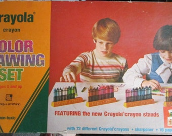 Vintage Crayola Crayon Color Drawing Set 1977