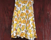 Que linda - vintage yellow floral 1950s skirt XS S M