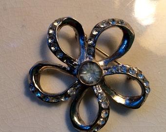 Vintage Rhinestone Flower Pin brooch jewelry