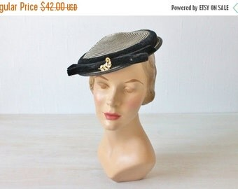 SALE Vintage 1940s Navy and White Woven Velvet Hat / Woven Straw Hat / 40s Hat / Spectator