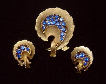 Vintage JJ Jonette Jewelry Brooch & matching Earrings blue rhinestones