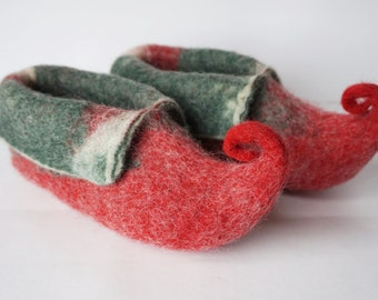 "Felted wool slippers-""Elves"" slippers for kids-red, green booties-house shoes-felted slippers- Handmade to Order"