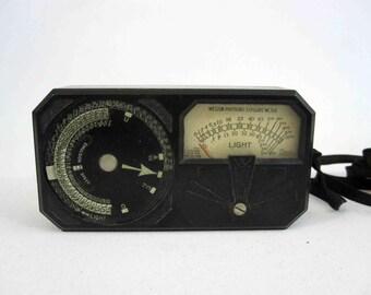 Vintage Weston Model 650 Photo Exposure Meter in Bakelite Case. Circa 1930's.