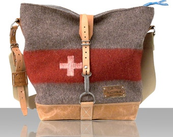 Tote Bag, Cross Body Bag, Recycled Switzerland Army Blanket  // Upcycled and Repurposed, GERMANY // Model pauline-2157