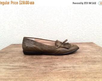 SALE SALE! vintage OLIVE green Etienne aigner oxford loafers, size 7 1/2