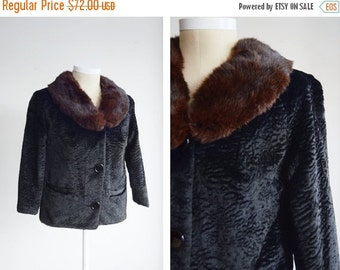 SUMMER SALE 1960s Black Cropped Jacket with Fur Collar - M