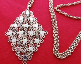"""Vintage 32"""" gold tone necklace with 3"""" modernist pendant in great condition"""