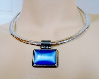 Moonglow Glass Blue Choker Collar Minimalist Modern Mod 60'sRetro Art Deco Old An Blue Bridal Jewelry Serpentine Chain Runway Statement