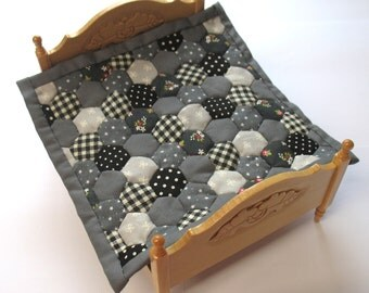 Dollhouse Miniature Patchwork Quilt in 12th Scale - Grey and Black Hexagons
