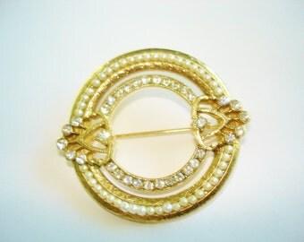 Pearl  Rhinestone Circle Gold Tone  Brooch