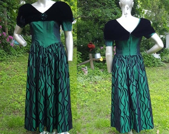 80s Bridesmaid Dress in Emerald Green/ 80s Prom Dress by Southeastern/ Vintage Dress /80s Dress Size 6-8