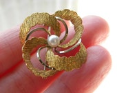 RESERVED 18k solid yellow gold and genuine pearl round brooch - vintage jewelry