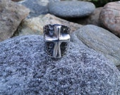 SALE - Vintage Sterling Silver Chunky Raised Cross Saddle Ring