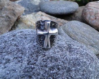 Vintage Sterling Silver Chunky Raised Cross Saddle Ring