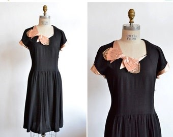 30% OFF STOREWIDE / Vintage 1940s rayon crepe BOW dress