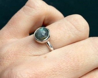 Minimalist Geometric Faceted 8mm Labradorite Ring in Sterling Silver