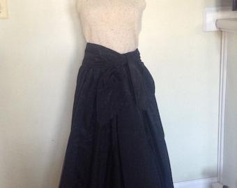 Long vintage Taffeta Black Skirt  Elegant flowing Sz S