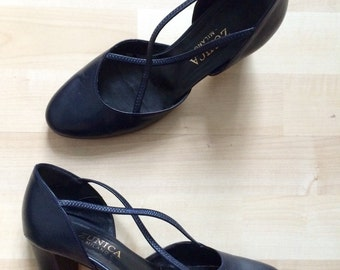 Vintage 1990s navy cross-over leather pumps / Italian cross front Mary Janes - EU 37 / UK 4 / US 7