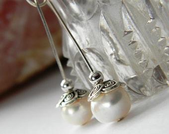 Freshwater pearl earrings. Twisted Sterling Silver Pearl earrings. White Freshwater Pearl Earrings. Simple Earrings. Bridal boutique earring
