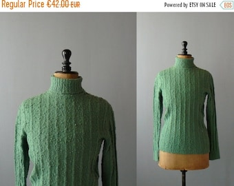 40% OFF SALE // Vintage green wool sweater. 1970s boucle wool sweater