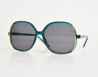 Vintage 70s Oversized Sunglasses / 1970s Butterfly Gradient Green Shades